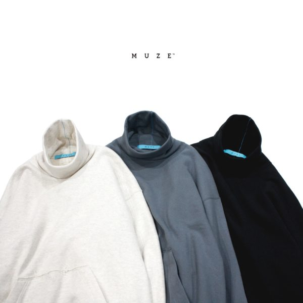 【NEW ARRIVAL】MUZE TURQUOISE LABEL – HIGH NECK SWEAT